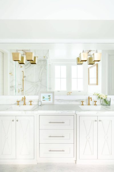clean bathroom design with 2 sinks